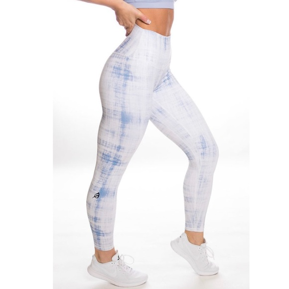 P Tula Pants Jumpsuits Ptula Strokes Of Blue Legging Poshmark P'tula is a high quality fitness clothing brand that focusses on building a community of individuals who share the same goals. poshmark